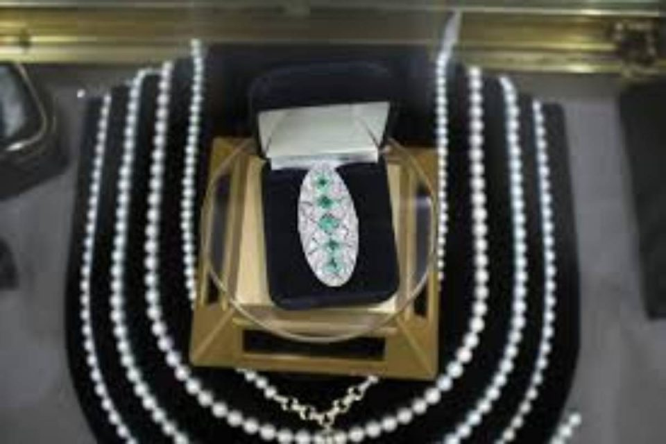 What is Vintage & Antique Jewelry?